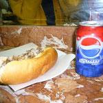 アラビア語のペプシ缶にも注目してね。ケバブ・サンドは超おいしい!