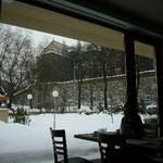 ウィーン門が見えるレストランで朝食をいただきます。