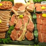 アジアでは宗教上ガマンすることが多かった牛肉。仕事してあるお肉がおいしそう。。。