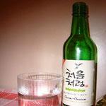 イタリア料理に疲れたら、韓国料理。この焼酎はヨーロッパのどこかで作られているようですが、日本で飲むものよりも美味しかったです!