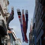 なぜかキューバ国旗を染め抜いた鯉のぼりがはためいていました。この街に妙に似合っていました。