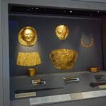 エジプトに続いてここにも黄金のマスクがあります。