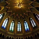 王冠が飾ってある広間の天井です。