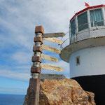 ケープ・ポイントの灯台です。ニューヨーク12,541km(かなり遠い)、ロンドン9623km(中では近い)、シドニー11,642km(意外にもすごく遠い!)など、各都市までの距