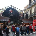 サン・ジョセップ市場の入り口に着きました。