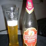 夕食です。今日は「キング・フィッシャー・ストロング」アルコール度数が高いビールです。