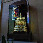 奥の部屋にある、聖遺物の入ったケースです。