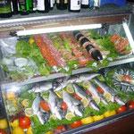 マイフレンドの店のショーケース。冬のイスタンブールは魚が美味しいです。