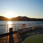 夕日のをあびて、到着~。1泊2日、船の旅でした!