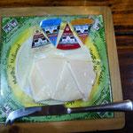 チェダー・チーズも熟成別に4種類テイスティングができます。
