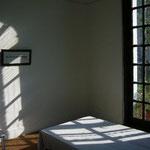 ここがガンジーの寝室。木枠にネットが張ってあるだけ。シンプルなインド式のベッドです。