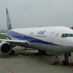 最初の飛行機。まずはこれに乗って日本を出発!
