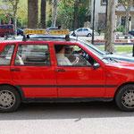 プチ・タクシー。「ミニ」よりかわいい、なんとなく。