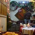 初日は若い夫婦がやっている家庭的なレストランで。