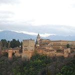 丘の上から宮殿を見ます。