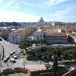 サンタンジェロ城から見たヴァチカン(サン・ピエトロ大聖堂)。
