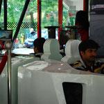 マレーシア・グランプリのF1シュミレーター。大人も真剣!
