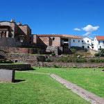 この教会の土台は、プレ・インカ⇒インカ⇒コロニアルと3層になっています。それぞれの時代にどんな建物が建っていたのか?