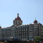 インド門の向かいに建つ、タージ・マハル・ホテル。