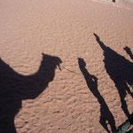 砂漠を移動するキャラバンのイメージで撮ってみました。