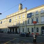 着きました。スロヴェニアの首都、リュブリャナ。おススメの街です。