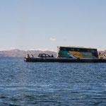 バスも渡し舟に乗って移動。