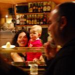 キャロリーナとお客さん。2歳から常連!