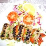 野菜を挟んで串焼きにしたもの。どちらもアラビアの影響が感じられる料理です。