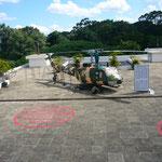 そのヘリコプターが、これ。今も屋上にあります。赤い丸のところに。。。