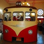 ここに鉄道博物館があります。小さいけど、オリエント急行の備品がたくさんあって見ごたえあり。