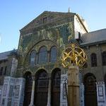 道に迷っていたら、いきなり現れた「ウマイヤド・モスク」。美しさに目が奪われます。