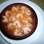 エビのガーリック・オイル煮。これはスペインで食べたのとだいたい同じ感じ。