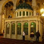 洗礼者聖ヨハネの首が納められている棺です。