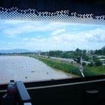 川幅が広くて穏やかな流れの川がタイにはいっぱい。いいお米が採れそうだ。