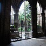 大聖堂にも中庭があって