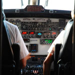 乗客は、ひとり2回ずつ、コックピットの横に招かれて写真を撮ることができます。