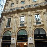 ギャレリアの中央にある、プラダ本店です。