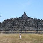 インドネシア/ボロブドゥール。この大きさ。圧倒されます。なぜ作られたのかが謎なのもすごい。