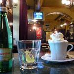 ウィーンを離れてからなぜかウインナ・コーヒーを飲むのりのり。なんか、かわいいので撮ってみました。
