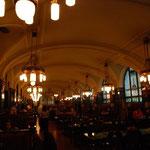 地下のレストランだってアール・ヌーボー。