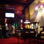 フランクフルトへ発つ日。ホテル・メリディアンのバーで時間を潰します。