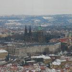 塔に昇って市内を見渡します。