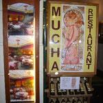 ミュシャ・レストランでディナーです。