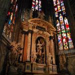 ミラノは500万人のカトリック信者を抱える世界最大の司教区だそうですよ~。