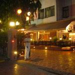 ホテルにたどり着きました。飲みすぎてブレブレ。バイバイ、ムンバイ!明日、ちゃんとアフリカまでたどり着けるのか?
