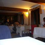 夜はオールアジアン料理のレストランで。上流階級の若者達で満席です。パリにも似た感じのレストランがあって(アベニュー・モンテーニュの傍)とても混んでいましたが、ここの方が美味しいです。