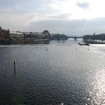 モルダウ川を眺めます。
