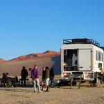 Dune45で朝食。コック付き・ツアーのバスです。
