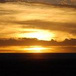 ウユニ塩湖に沈む夕日です。