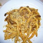 この先、夢に見そうなアンテョビと木の実のスパゲティ。自家製のパスタもコシがあって美味しい。ああ、食べたい。